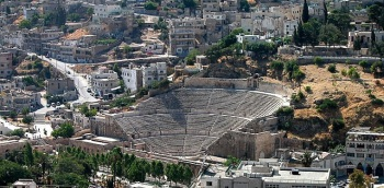 Amman_theater_from_above_tb060303014-7116041