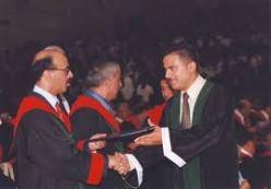 علاء أثناء تخريج جامعة العلوم التطبيقية