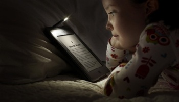 girl-reading-ebook