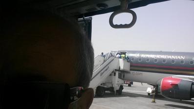 في الطريق إلى الطائرة