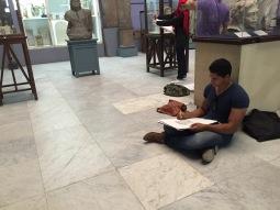 طلاب الفنون في متحف القاهرة
