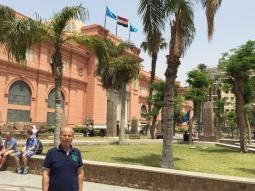 من أمام متحف القاهرة