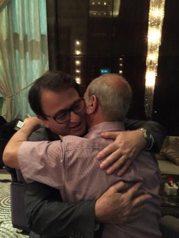 عناق مع طارق منصور في القاهرة