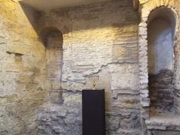 داخل الكنيس اليهودي