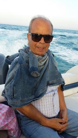 في القارب مع لسعة هواء بارد