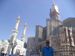 أمام برج الساعة