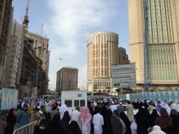 حشود بعد الصلاة