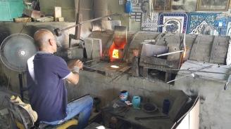 صناعة الزجاج والخزف- الخليل