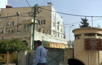تل الرميدة - حاجز منطقة الحرم وحي اليهود