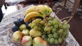 عنب الخليل والفواكه على مائدة د. رائد ابو دية