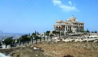 القصر الصيني في بلدة خاراس